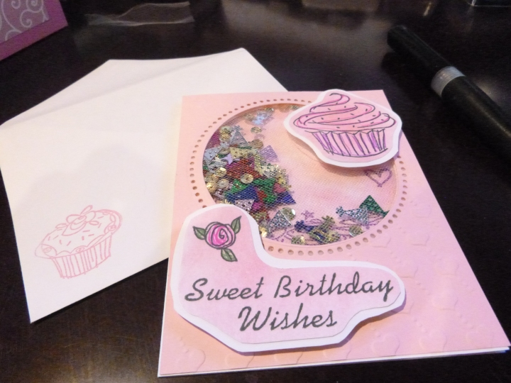 Cupcake shaker birthday card